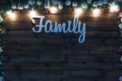 Zamazany nowego roku tło Świąteczna choinka blisko czerwonych zasłoien Zdjęcie Stock
