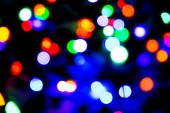 Zamazany tło z kolorowym bokeh zaświeca na ciemnych purpurach i błękita tło/zamazywał bożonarodzeniowe światła Fotografia Stock
