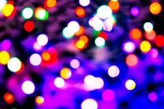 Zamazany tło z kolorowym bokeh zaświeca na ciemnych purpurach i błękita tło/zamazywał bożonarodzeniowe światła Obrazy Royalty Free