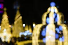 Zamazany wizerunku bokeh: Choinki tło przy nocą przy Tajlandia bożymi narodzeniami i nowy rok Wprowadzać na rynek Zdjęcie Stock