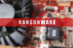 Zamazujący obwód deska z dużym mikroukładem Cyber ochrony pojęcie z ransonware tekstem Fotografia Stock