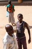 ZAMBIA - OKTOBER 14 2013: Det lokala folket går omkring dagen till dagliv Arkivfoto