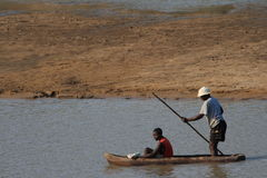 Zambian fishermen doing dangerous work Royalty Free Stock Photography