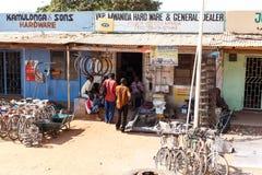 ZAMBIOWIE - PAŹDZIERNIK 14 2013: Lokalni ludzie iść wokoło z dnia na dzień życie Obraz Royalty Free