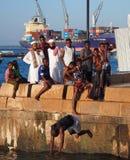 Zambullida y fracaso de vientre en el mar en Zanzíbar Foto de archivo libre de regalías