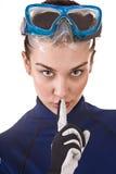 Zambullidor de equipo de submarinismo de la muchacha en anteojos. Imagen de archivo
