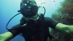 Zambullidor de equipo de submarinismo subacuático imagen de archivo libre de regalías