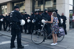 Zamieszka policjanci i dama Fotografia Stock