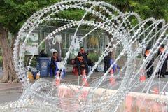 Zamieszki polici drut kolczasty Zdjęcia Royalty Free