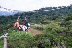 Zamka błyskawicznego baldachimu kreskowe wycieczki turysyczne w Costa Rica Zdjęcia Royalty Free
