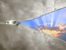 Zamka błyskawicznego oddalony chmurny niebo Zdjęcia Royalty Free