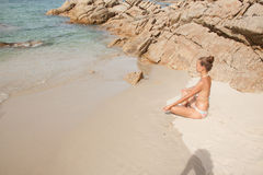 zamknęła koncepcji beach korzystają z oczu szczęścia życia kobiecego zdrowego trybu życia lata relaksu zdjęcia pozycji kobiet lot zdjęcie stock
