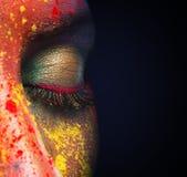 Zamknięty żeński oko z kolorowym makeup na czerni obraz stock