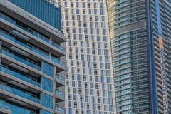 Zamknięta rama drapacz chmur w Dubai z balkonami obrazy stock