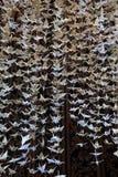Zamknięta widoku dna sekcja 1000 papierowych żurawi rzeźbi, origami składający papier zdjęcia stock