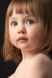zamkniętej dziewczyny portreta smutny studio w górę potomstw Zdjęcie Royalty Free