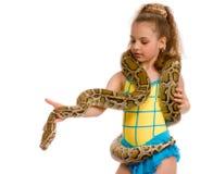 zamkniętej dziewczyny zwierzęcia domowego pytonu cukierki zamknięty Zdjęcia Stock