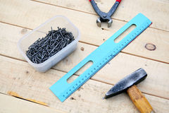 zamkniętej ręki starzy ośniedziali porysowani narzędzia porysowany Obraz Stock