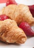 zamknięty croissants zamknięta truskawka Zdjęcie Royalty Free
