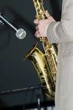 zamknięty gracza zamknięty saksofon Zdjęcia Stock