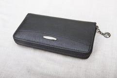 Zamknięty mężczyzna ` s portfel; czarna kiesa obraz stock