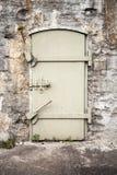 Zamknięty masywny metalu drzwi w starej ścianie Obraz Royalty Free