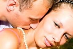 zamknięty pary wizerunku całowanie w górę potomstw zdjęcie royalty free