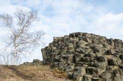 Zamknięty spojrzenie przy rockową formacją z abstrakcjonistycznym spojrzeniem Goethe ` s głowa Goethekopf, Großer Stein w Niemcy Obraz Stock