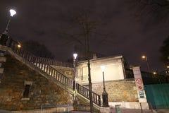 Zamknięty wejście Montmartre cmentarz w nocy Zdjęcia Royalty Free