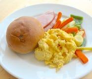 Zamknięty widok śniadanie przy sklepem zdjęcie royalty free