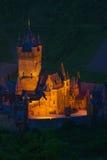 Zamknięty widok Cochem iluminujący przy nocą Zdjęcie Stock