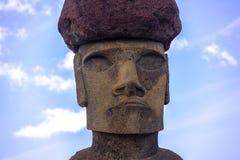Zamknięty widok Moai statuy twarz Ahu Nau Nau jest ubranym topknot blisko Anakena plaży - Wielkanocna wyspa, Chile Obraz Royalty Free