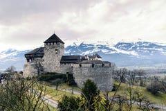 Zamknięty widok Vaduz stary kasztel w Alps, Liechtenstein zdjęcie stock