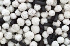 Zamknięty widok wilgotnościowi absorberów koraliki, węgiel drzewny i zdjęcie royalty free