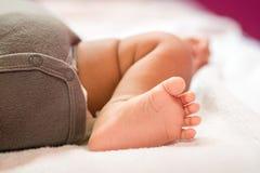zamknięty zamknięta dziecko stopa Dziecko malutka Nowonarodzona Stopa koncepcja szczęśliwa rodzina fotografia royalty free