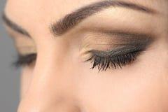 Zamkniętych oczu Makeup Dymiący zbliżenie Zdjęcia Stock