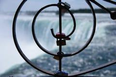 Zamknięci sekrety na ogrodzeniu Niagara spadki obrazy stock