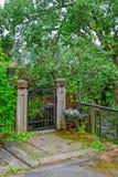 Zamknięta ogrodowa brama Fotografia Royalty Free