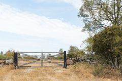 Zamknięta stara drewniana brama Fotografia Royalty Free