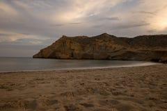 Zamknięta zatoczka w Aguilas przy zmierzchem, Murcia Zdjęcia Royalty Free
