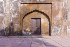 Zamknięty drzwi przy Agra rewolucjonistki fortem Zdjęcia Royalty Free