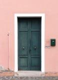 zamknięty drzwiowy stary drewniany Zdjęcia Royalty Free