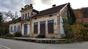 Zamknięty lokalny sklepowy budynek fotografia royalty free