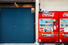Zamknięty sklepu i napoju automat w Fukuoka, Japonia Zdjęcia Stock