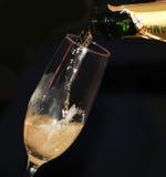 zamknięty szampana dolewanie Zdjęcia Royalty Free
