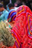 Zamknięty widok kobieta jest ubranym sari przy Kinari bazarem w Agra, Utt Zdjęcie Stock