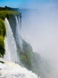 Zamknięty widok od jeden woda spada w Cataratas Del Iguazu parku Obrazy Stock