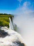 Zamknięty widok od jeden woda spada w Cataratas Del Iguazu parku Fotografia Stock