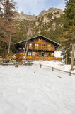 Zamkovskeho瑞士山中的牧人小屋Zamkovskeho chata是山瑞士山中的牧人小屋,地点 免版税图库摄影