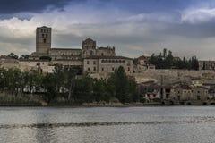 Zamora catedral río. Zamora los Pelambres río duero día Stock Photography